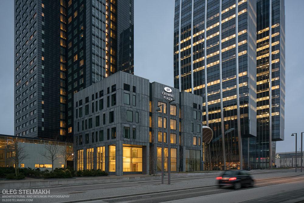 IMAGE: https://olegstelmakh.com/wp-content/uploads/2018/02/DSC03395_Crowne_Plaza_Copenhagen_Towers.jpg