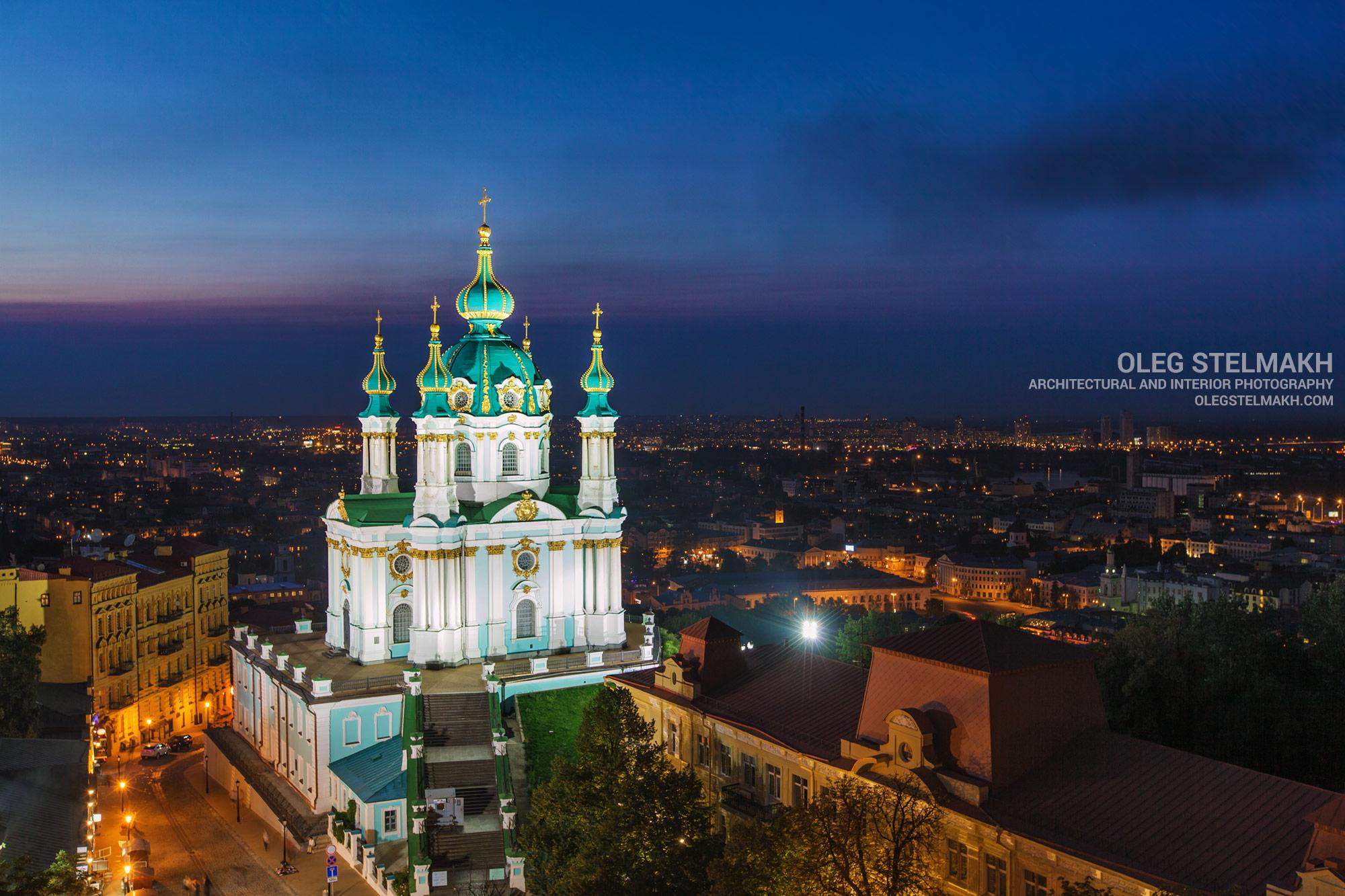 Ночной Киев с высоты. Андреевская церковь и Андреевский спуск
